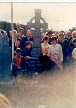 Laying of wreath on Tommy Larkin's grave | (Photos courtesy Kitty Hynes)