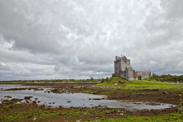 Dunguire Castle | Nicholas Raymond. Flickr. cc-by-2-0