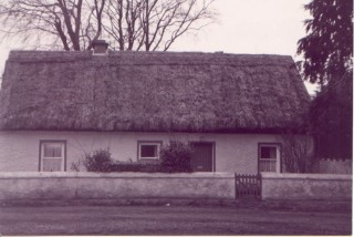 Casserly's thatched house, Cregboy on the main Galway road | Claregalway Parish History Pictorial, 2002 CC BY