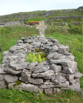 Burial with cross Inis Meain | Christy Cunniffe