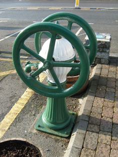 Cast-iron wheel-type water pump | National Inventory of Architectural Heritage