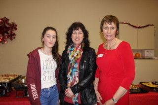 Marita Silke (centre with her daughter and Geraldine O'Connor (committee) | Image: Bernadette Connolly