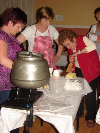 Mary Roche Feigh demonstrating butter-making in Barnaderg Community Centre, 2009 | Photo: Bernadette Forde