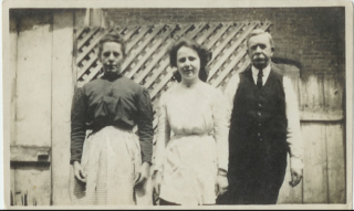 Margaret (Murray) Connor, Michael Connor and daughter Bessie c1906 at 606 E. Biddle St. Baltimore, MD, USA | JC