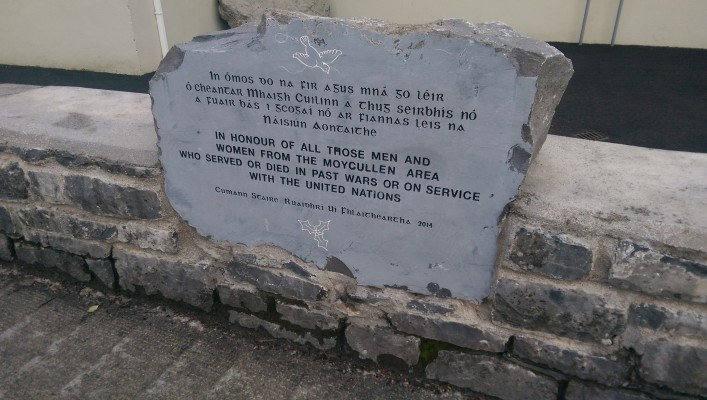 Commemoration Stone, situate in boundary wall by public pathway outside Áras Uilinn Moycullen | Moycullen Heritage