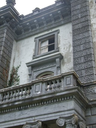 Showing detail of Italianate style at front of Woodlawn House | B. Doherty 2014