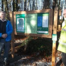 Martin Ruane, Coillte & Alf Seale, WHG erecting a new sign at Woodlawn Woods 2016 | B. Doherty 2016