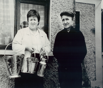 Mary Moriarty with her Dad, Eddie Ward and a sample of his wares. | Bina Devaney 2008