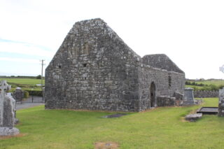Ruins of old church in Creevaghbawn cemetery | Photo: B. Connolly
