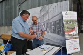 Tom Whelan discussing the finer points of the iron with CC the Galway Community Archaeologist | Christy Cunniffe