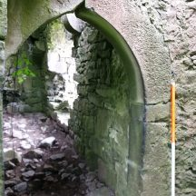 Internal doorway, pointed arch with dressed stone   B. Doherty 2020
