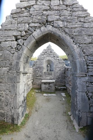 Teampall Caomhán Inis Oírr | Paddy Crowe