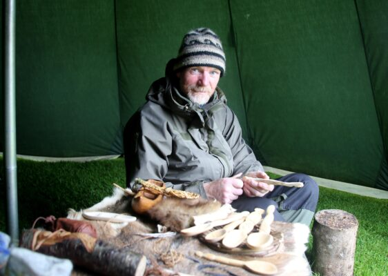 Colom Mahon of Mac Tíre Bushcraft wood carving at the Athenry Walled Towns Day, Co. Galway. | Photo: Hany Marzouk